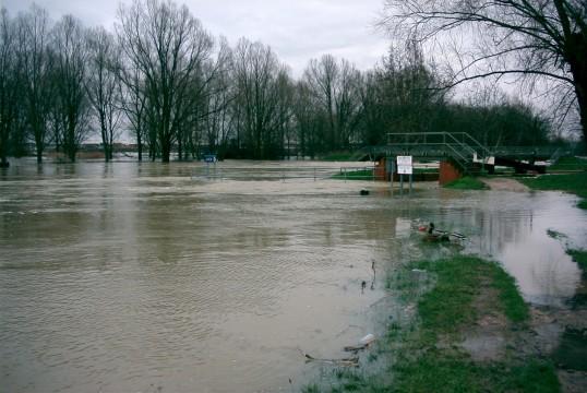 Eaton Socon Lock, River Great Ouse - floods in Jan 2003