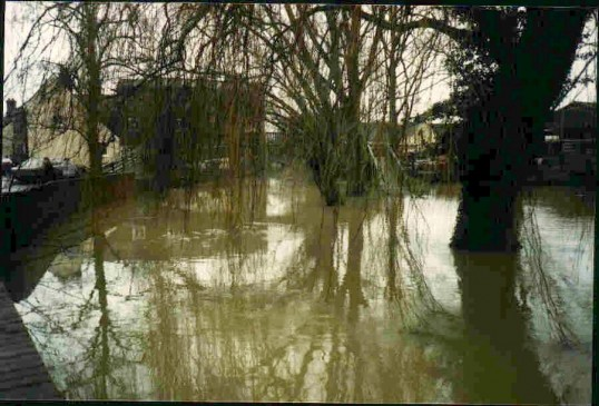 Flooding at Hen Brook, St Neots in 2008