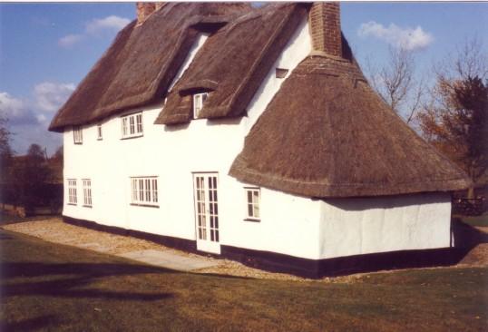 Old Farm cottage in Staploe in 1980