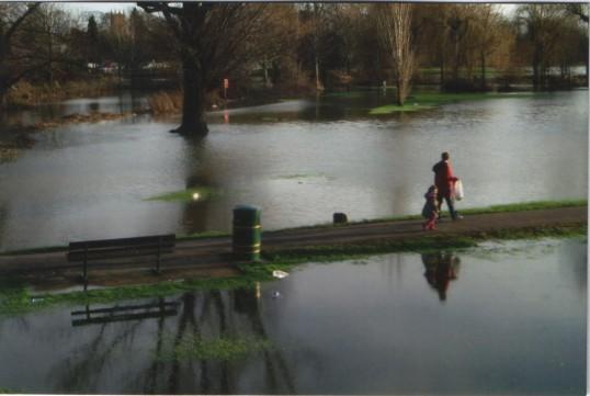 A walk in a flooded Riverside Park in 2006