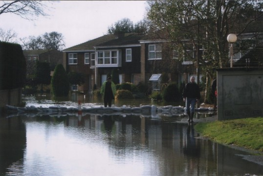 Flooding in The Paddock, Eaton Ford in 2003