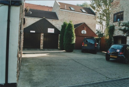 Far end of Fishers Yard, off Market Square, St Neots, in 2007