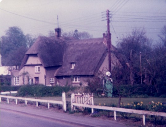 Thatched house at Abbotsley in 1984
