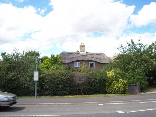 Thatched cottage in Huntingdon Street, St Neots in August 2008