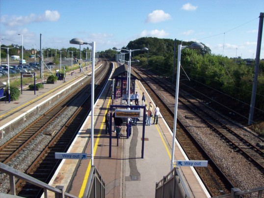 Looking north from the bridge at St Neots Railway Station in August 2008