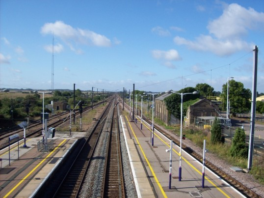Looking south from the bridge at St Neots Railway Station in August 2008