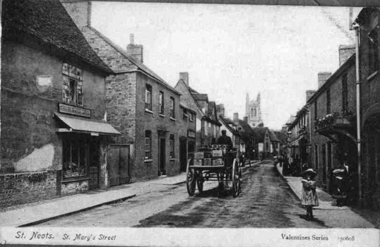 View of St Marys Street in Eynesbury looking towards St Neots Church, between 1900 and 1910