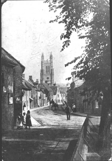 View of St Marys Street, Eynesbury, looking towards St Neots Church, taken from Eynesbury Churchyard, between 1900 and 1910