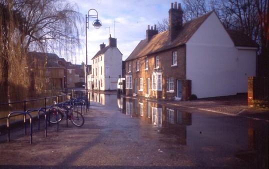 Flooding of the Henbrook stream across Brook Street in St Neots in December 2004 (P. Ibbett)