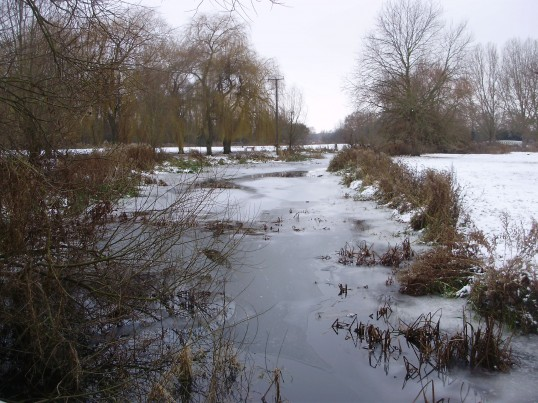 Ice and snow on Christmas Eve 2010 at the Riverside Park in St Neots (P.Ibbett)