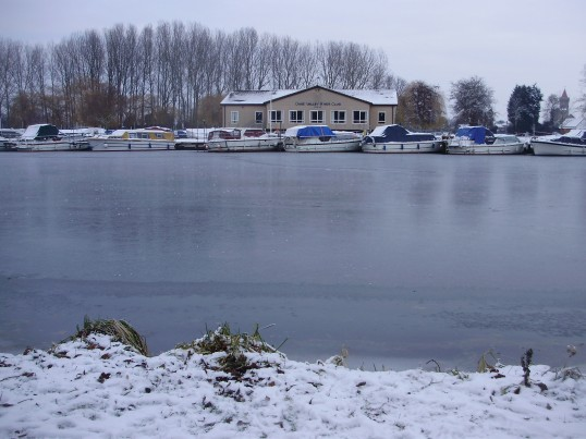 View from Regatta Meadow across the frozen River Great Ouse to the Ouse Valley River Club in December 2010 (P.Ibbett)