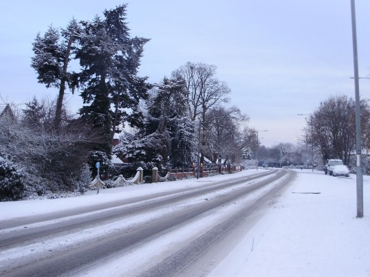Great North Rd, Eaton Ford, in the snow in December 2010 (P.Ibbett)