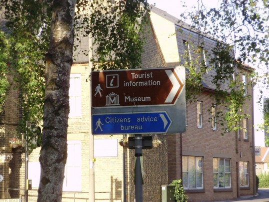 Sign to the Tourist Information which was at The St Neots Museum for many years, photographed in August 2009 (P.Ibbett)