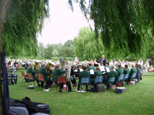 Band playing on a Sunday afternoon in St Neots Riverside Park in June 2009 (P.Ibbett)