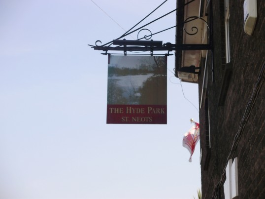 New pub sign at The Hyde Park, formerly The Cannon public house in New Street in June 2009 (P.Ibbett)