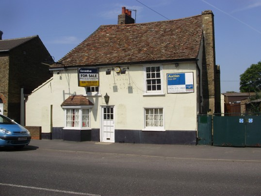 Former Globe Inn for sale in Huntingdon Street, St Neots in June 2009 (P.Ibbett)