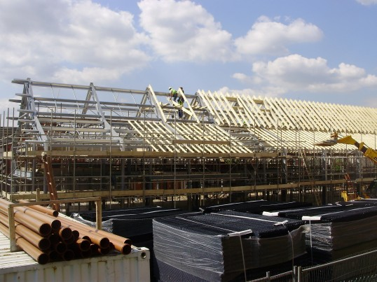 Construction of the roof at the new Eatons Community Centre in Eaton Ford in April 2009 (P.Ibbett)