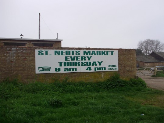 New Wendy Fairs weekly market sign in New Street, St Neots in April 2009 (P.Ibbett)