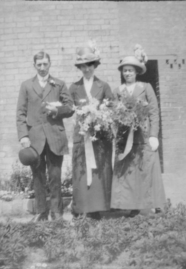 Marriage of Austin James Barringer and Mabel Dean in Eaton Socon Church in April 1911