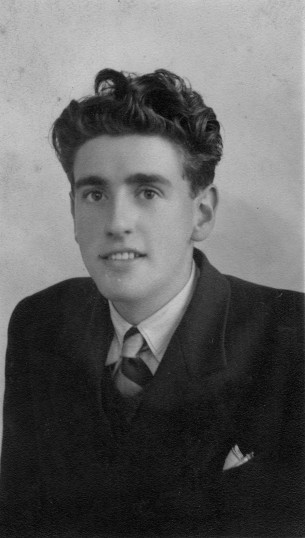 Ken Barringer,aged 17 yrs, in 1942, lived at 22 Ackerman Street and then 181 Great North Rd in Eaton Socon before moving to St Neots.