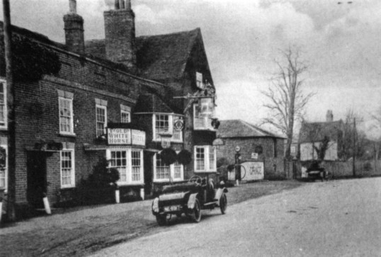 Ye Olde White Horse on the Great North Rd in Eaton Socon in the 1920s