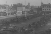 Guns on St Neots Market Square in WW1. One soldier on guard.