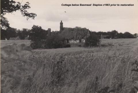 Peter Squires Cottage below Basmead, Staploe, around 1983, before restoration