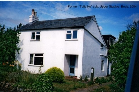 Former Tally Ho public house in Upper Staploe in the parish of Eaton Socon in 2004 (N. Cutts)