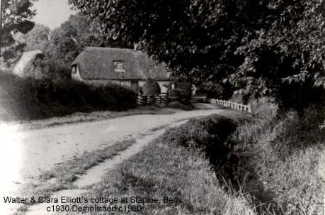 Mushroom Tree cottage in Staploe, home of the Elliott family, cottage demolished around 1960 (N. Cutts)