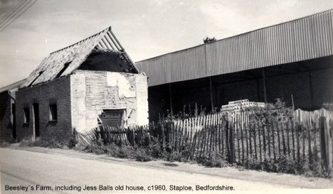 Jess Balls former house in front of a barn at Beesleys Farm in Staploe, around 1960 (N. Cutts)