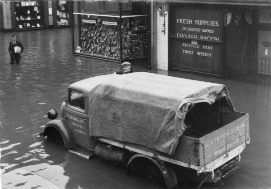 Linford's builders lorry outside 1 High Street in the 1947 floods - with Jack Gray driving (P & W Linford)