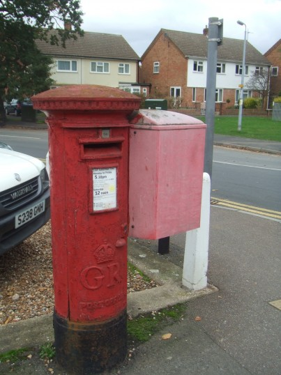 GR post box near Kings Lane Garage, Cambridge Street, St Neots, dating from 1910-1936