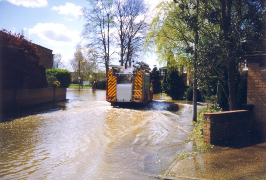 Flooding in The Paddock, Eaton Ford in April 1998