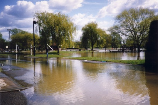 Flooding in the Riverside Park in St Neots in April 1998