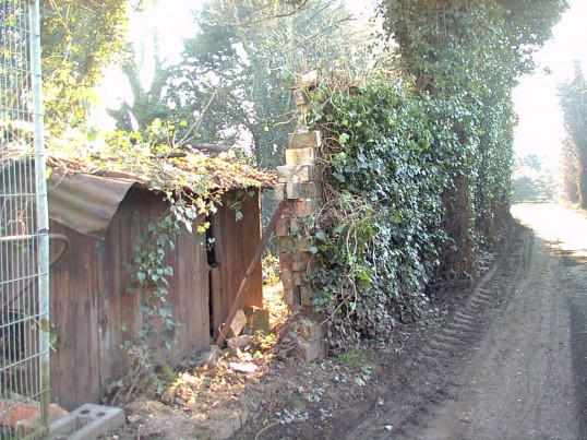 'Rat-Trap' wall construction of Eynesbury bricks behind St Mary's Street, Eynesbury, on access path to Bowling Green, in 2003 (P Ibbett)