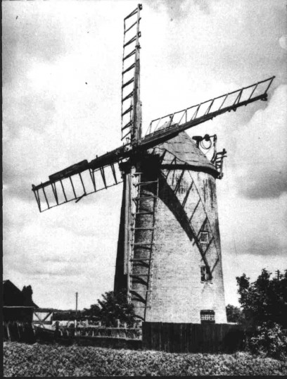 A view of Duloe Mill in Eaton Ford around 1910.