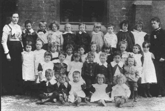 St Neots Church School in 1903, with 31 children and 2 teachers.