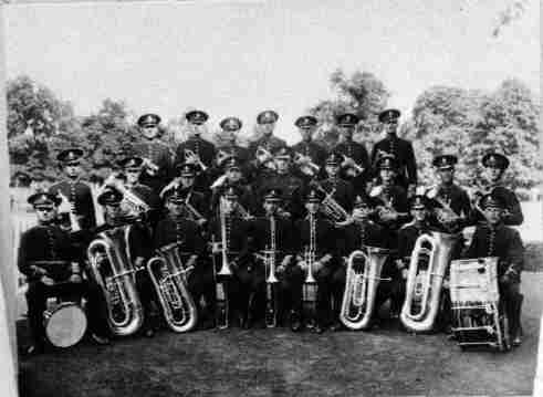 Eynesbury & St. Neots Prize Silver band, 25 bandsmen in uniform with instruments, 1935
