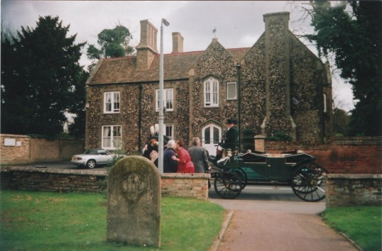 Carriage for wedding party in 2007, at St Mary's Church, in front of Aisling House, formerly the Vicarage, St Neots.