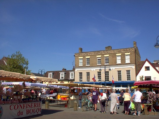 French Market in Market Square, St. Neots, in July 2006 (P. Ibbett)