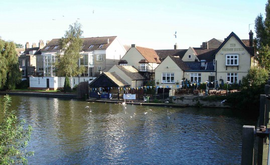 Bridge House Public House & Restaurant, St Neots in October 2006 (Shirley Kevern)