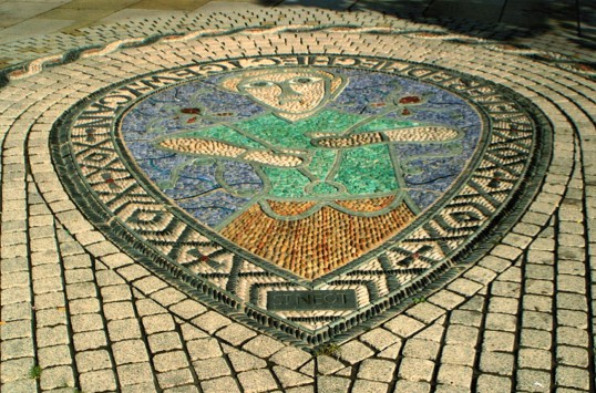Mosaic of the Alfred Jewel in St Neots Market Square, in 2005.