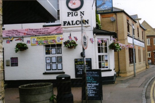 Queens Jubilee Decorations June 2012 – Pig n'Falcon Public House in New Street (Ann Richards)