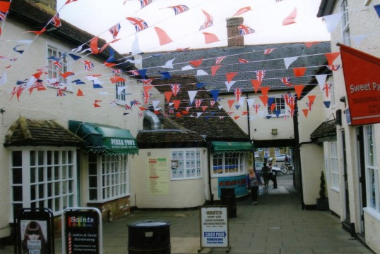 Queens Jubilee Decorations June 2012 – Cross Keys Mews (Ann Richards)