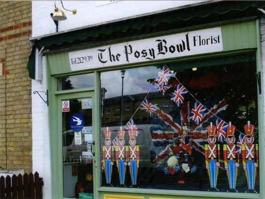 Queens Jubilee Decorations June 2012 – Posy Bowl in Eaton Ford (Ann Richards)