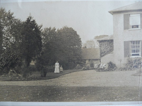 Waterloo House, Eynesbury at the time when the Armstrong family were living there, dated around 1915.