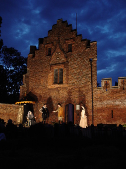 Buckden - A Winter's Tale, Shakespeare at the Towers, July 2006 (1)