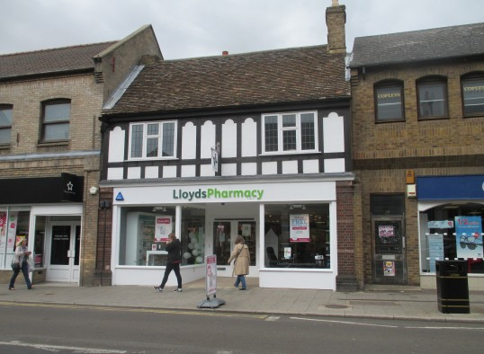 Lloyds Pharmacy now open in the High Street, in the former Shoezone shop - 8th Sep 2015