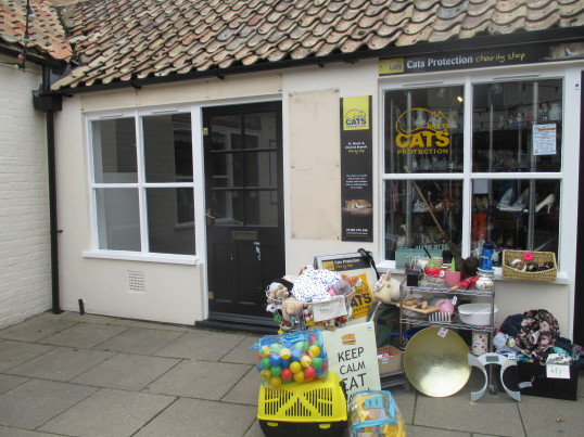 Muses Shop next to the Cats Protection shop in Cross Keys Mews - now empty again - October 2015