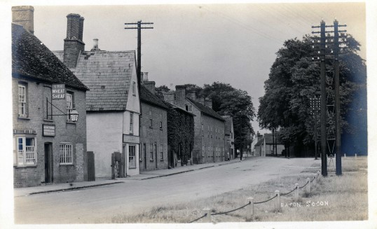 Great North Road from The Wheatsheaf to the Old Sun in Eaton Socon - around 1910